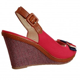 Sandale rouge à talon compensée
