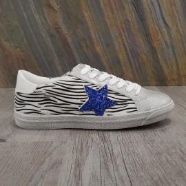 Basket argentée zébrée à étoile bleue en paillettes