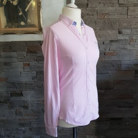 Chemise rose à rayures blanches